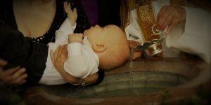 Dziecko podczas chrztu
