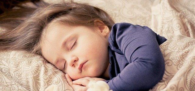 Co robić, gdy dziecko wymiotuje? Przyczyny wymiotów u dzieci